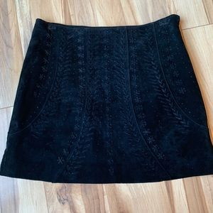 Detailed 100% genuine leather suede skirt